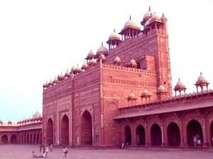 This is a photograph of one facade of Fatehpur Sikri from inside the plaza. Fatipur Sikri Architecture