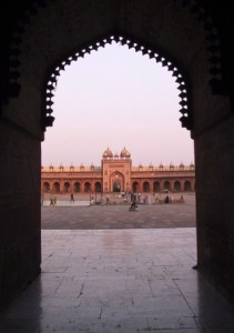 This is a photograph of an archway inside Fatehpur Sikri palace in Agra, India. Fatipur Sikri Architecture