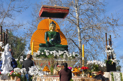 Jade Buddha receiving tributes